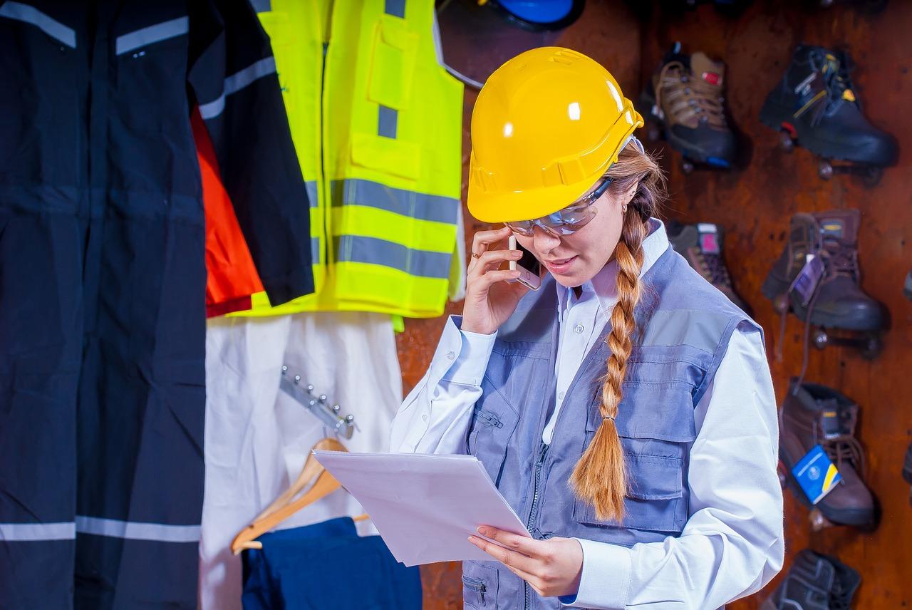 Pracovná vesta: Spoznajte najväčšie výhody tohto praktického odevu